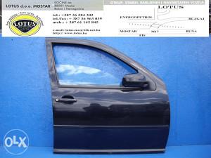 VW Bora-prednja desna vrata (ostali dijelovi)