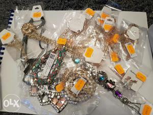 Nakit - ogrlice, nausnice, narukvice