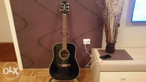 Akusticna gitara Takamine