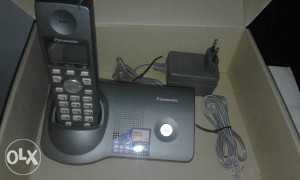 Telefon sa 2 slušalice