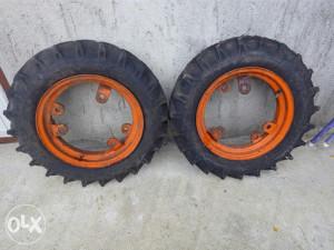 Prednje gume za frezu na prodaju, gume su nove na felna