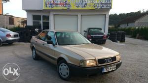 Audi 80 1.6 dizel 40kw registrovan cjena 2.650km