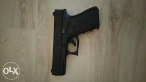 Pistolj Glock 23