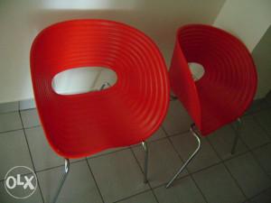 Prodajem dvije stolice