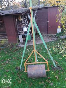 Prodajem zeljezni valjak za travu