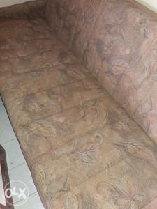 Prodajem kauč na razvlacenje kauc