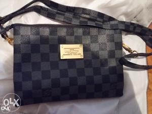Zenska torbica/novcanik Louis Vuitton