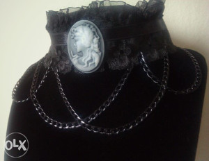 Choker ogrlica, Viktorijanska choker ogrlica sa damom