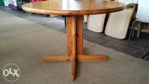 Drveni okrugli sto