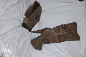Zenske cizme na petu i platfornu