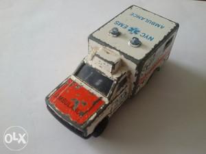 Stari autić Majorette Ambulance No 255