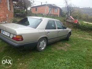 Mercedes 250D 124