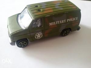 Vojni autić Majorette Ford licencirani