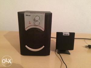 bas kutija sa 5 malih zvučnika