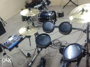 Bubnjevi elektronci Alesis DM10