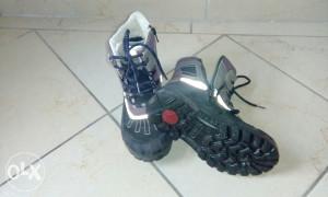 Dječije čizme kao nove futrovane vodootporne broj 31