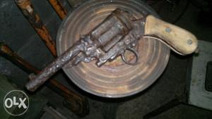 stari pistolj suvenir