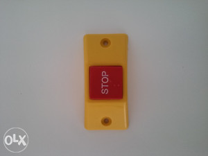Taster STOP (ravni - poluobli)