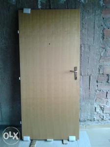 Blindirana ulazna vrata stana