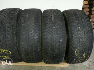 Prodajem zimske gume 215 60 R16