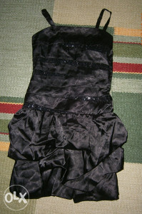 CRNA, prekrasna haljina sa šljokicama.Br.134.