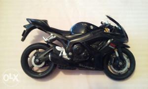 Motor Suzuki Maisto 1/19