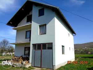 Kuća sa zemljištem u Gornjem Vakufu-Uskoplju