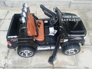 Auto na akumulator djecije djecje Ford Dzip 12V NOVO