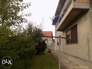 Očuvana kuća u Tuzli, u blizini vojne kasarne