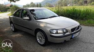 Volvo S60 D5 2003 god.!!Tek registrovan