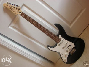 Yamaha PACIFICA - 112L Left Handed
