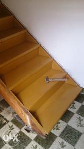 Gazista sa čelom stepenice drvene