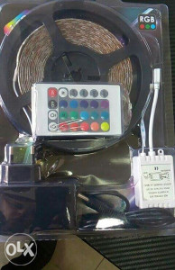 RGB Led traka sa adapterom i daljinskim.