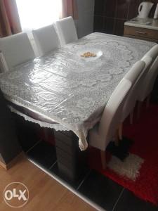 Stol sa stolicama (6)