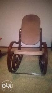 Drvena stolica za ljuljanje