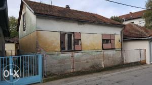 Prodajem staru  kucu ,Centar grada