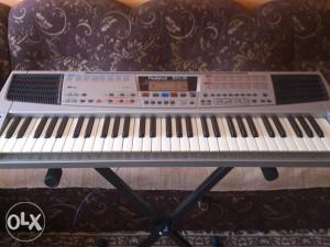 Prodajem Roland klavijaturu em 15 sa aranzerom