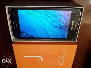 Mobilni telefon Samsung Galaxy J1