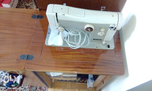 mašina za šivanje i mašina za pletenje